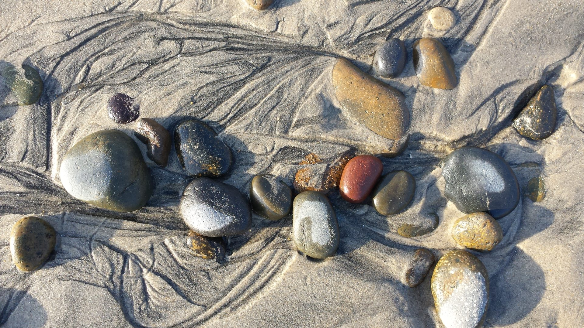 Stones in wave patterns